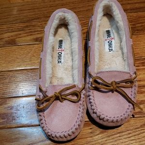 Minnetonka Slippers nwot size 6